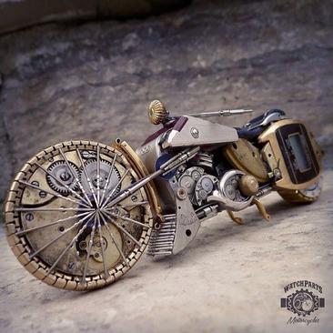 ساخت مجسمههای تماشایی با ساعتهای شکسته و قدیمی
