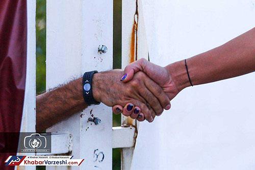 تقسیم شادی با همسر، از پشت میلهها+عکس