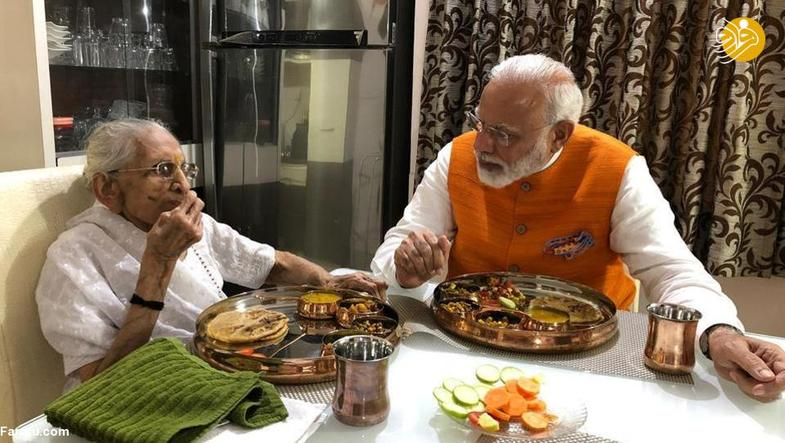 نخست وزیر ۶۹ ساله تولدش را کنار مادرش جشن گرفت +تصاویر