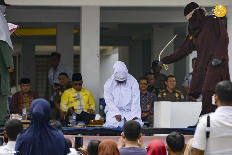 شلاق زدن ۶ مرد و زن در ملاعام در اندونزی +عکس