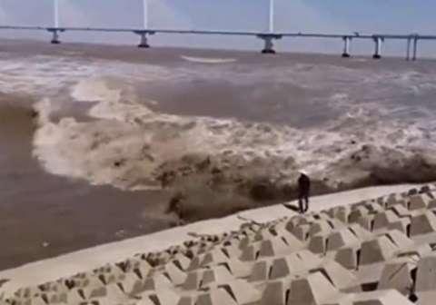 موج عظیمی که یک مرد میانسال را بلعید