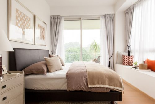 20 اتاق خواب خیره کننده با نشیمن های کنار پنجره ای