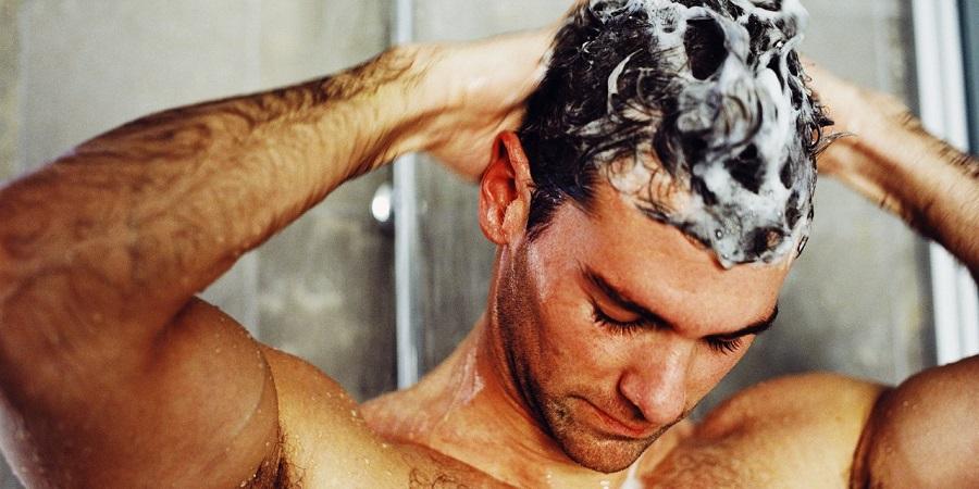 5 نشانه ای که می گویند در شستن موهایتان زیاده روی می کنید