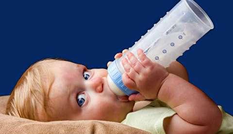شیر خوردن دختربچه چینی که در جهان معروف شد