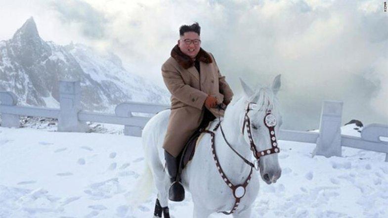 کیم جونگ اون سوار بر اسب سفید +عکس