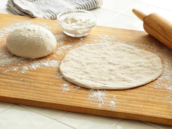 طرز تهیه خمیر پیتزای خانگی، سریع و آسان