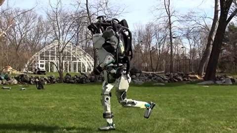 حرکات جالب و دیدنی ربات پارکور باز