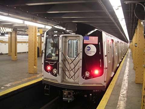 نجات معجزه آسای یک مرد از مرگ در ایستگاه مترو