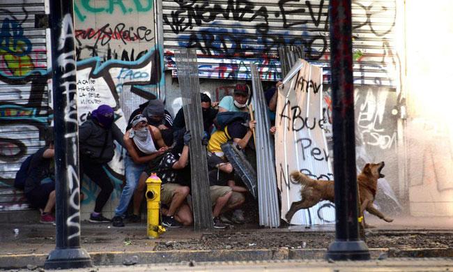 تصویری جالب از اعتراضات شیلی