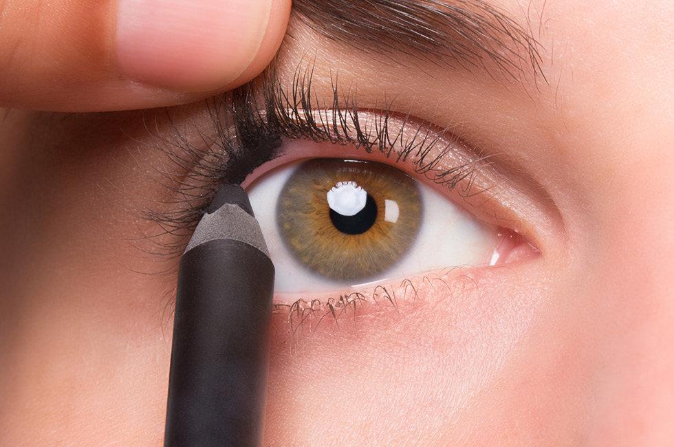 ترفندی برای پرپشت کردن مژه با خط چشم نامرئی