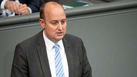 سکته کردن نماینده مجلس آلمان هنگام سخنرانی