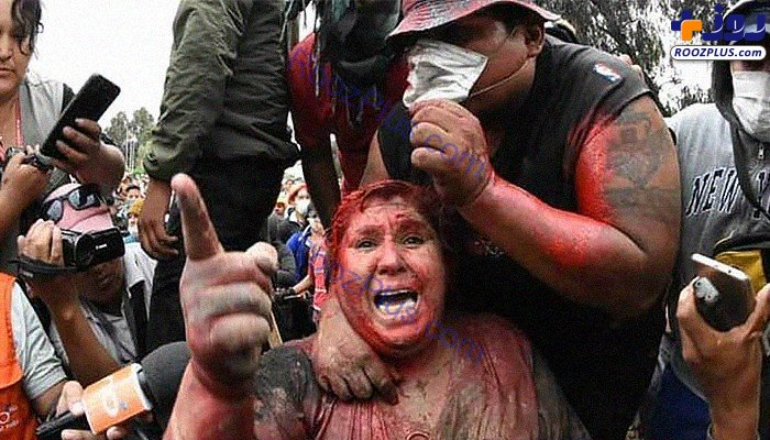 بلایی که تظاهرکنندگان خشمگین سر خانم شهردار آوردند+عکس