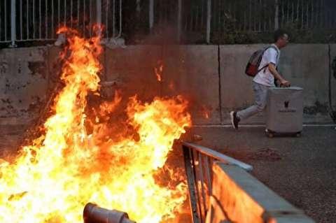 آتش زدن مرد مخالفِ آشوب در هنگ کنگ!
