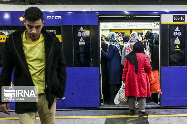 ازدحام مسافران متروی تهران در پی گرانی بنزین+عکس