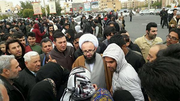 امامجمعه پرند در جمع معترضین+عکس