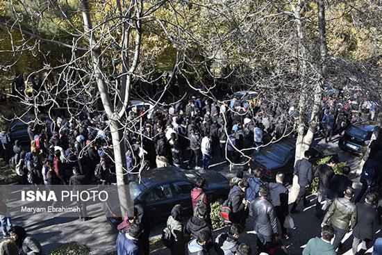 تجمع دانشجویان دانشگاه تبریز در اعتراض به گرانی