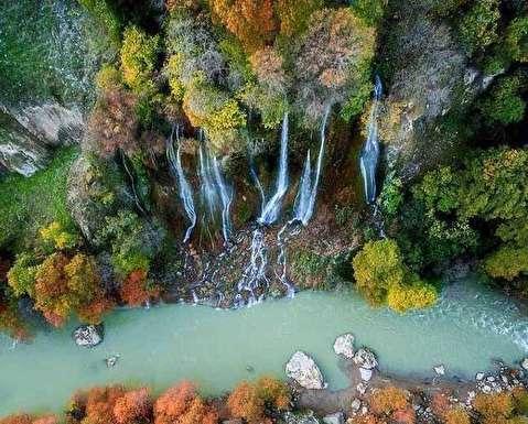 لحظهای خارقالعاده سقوط آبشار در تنگه هایقر