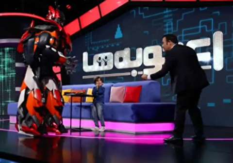 حمله ربات غول پیکر به مهران غفوریان در برنامه تلویزیونی