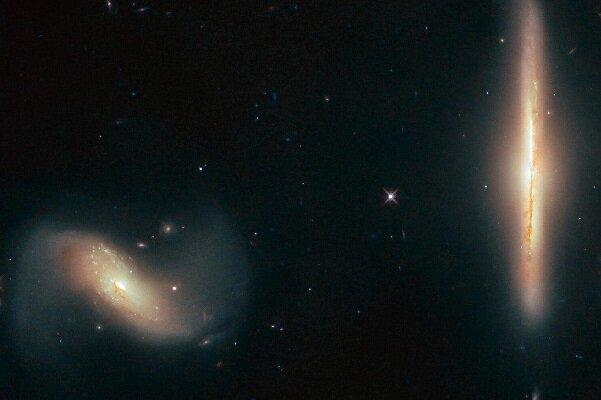 شکار تصویر دو کهکشان زیبا توسط هابل+عکس