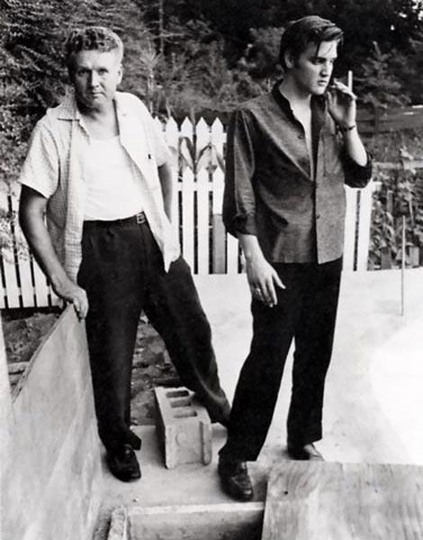 عکسی قدیمی از الویس پریسلی و پدرش
