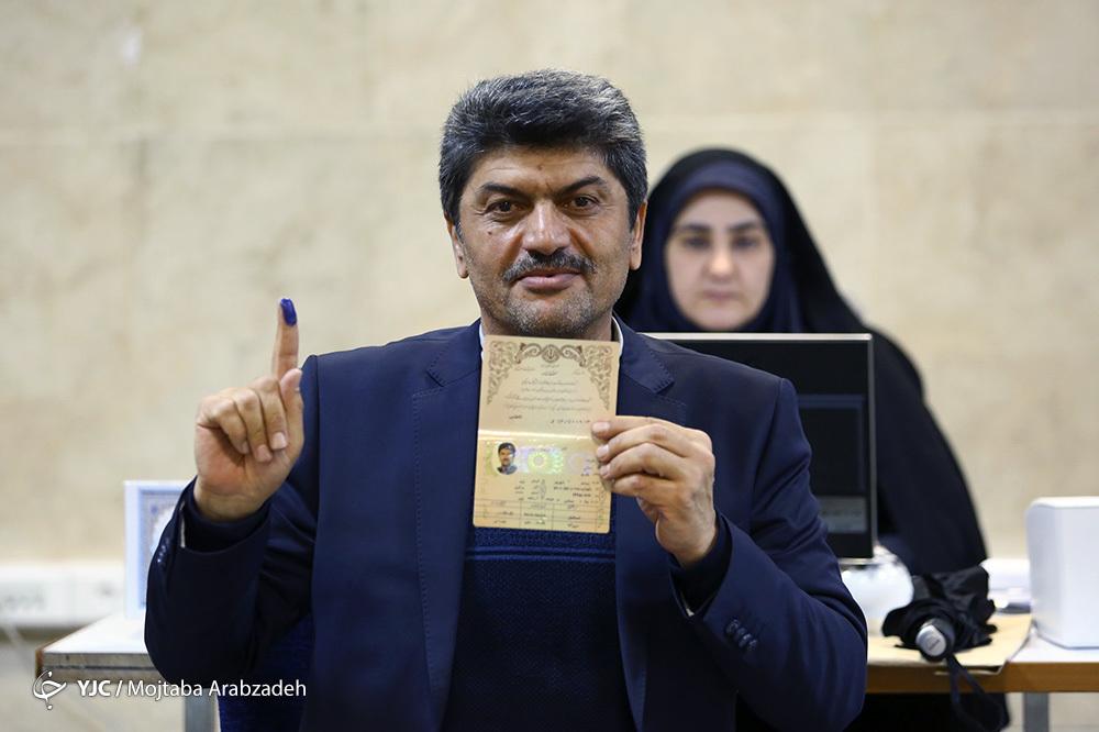 ثبت نام گوینده سابق ورزشی برای انتخابات مجلس + عکس