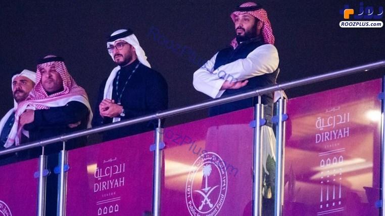 محمد بن سلمان با جلیقه ضدگلوله در مسابقه بوکس +عکس
