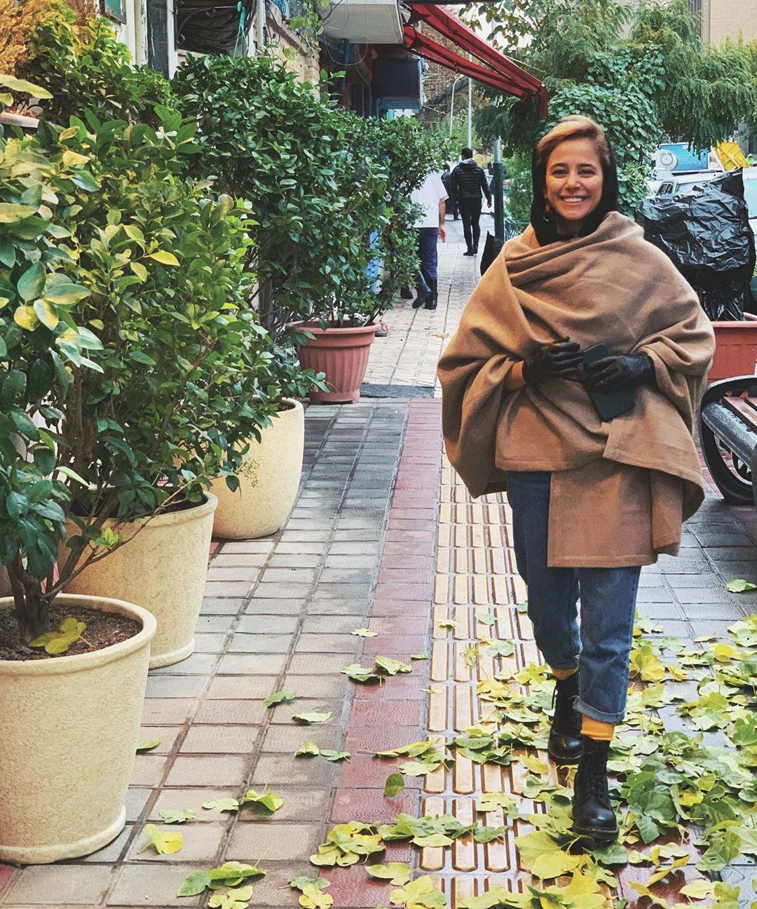 الناز حبیبی با لباسی شبیه به پتو در خیابان+عکس