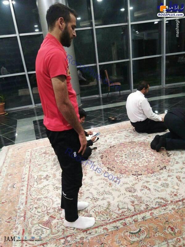 بازیکن پرسپولیس در حال نماز خواندن+عکس