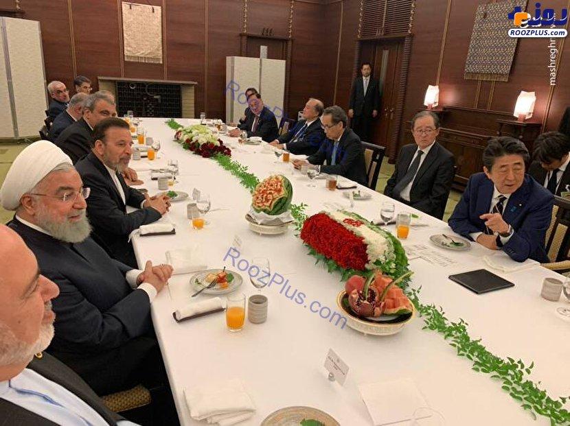 هندوانه یلدایی نخست وزیر ژاپن برای حسن روحانی+عکس