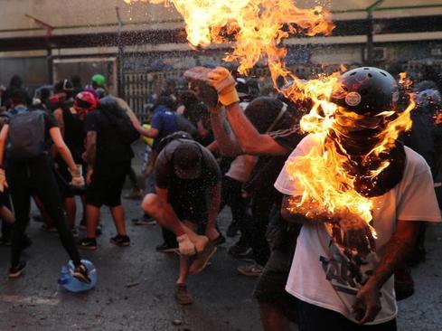 اعتراضات ضددولتی در شهر سانتیاگو شیلی+عکس