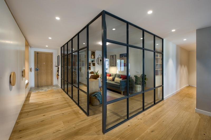 اتاق کار خانگی شیشه ای در دکوراسیون آپارتمان