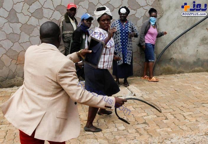 کتک زدن مردم با شلاق در ایام قرنطینه+عکس