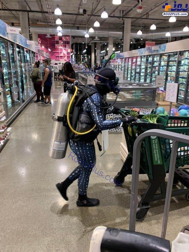 خرید با لباس غواصی برای محافظت در برابر کرونا+عکس