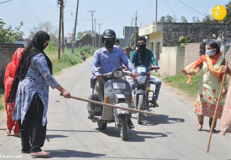 ماجرای زنان چوب به دست در ورودی یک روستا +تصاویر