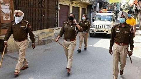 راهکار پلیس هند برای خلوت کردن خیابانها در پی شیوع کرونا