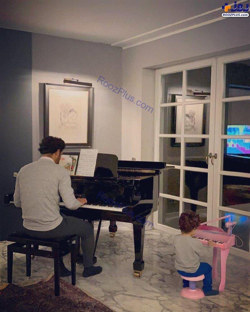پیانو نواختن رضا قوچاننژاد با پسرش+ عکس
