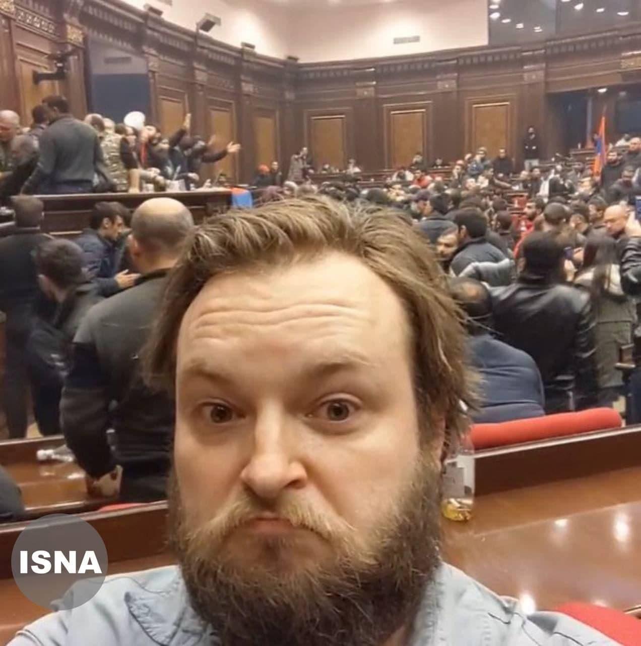 سلفی جالب خبرنگار سیانان از تسخیر کنگره