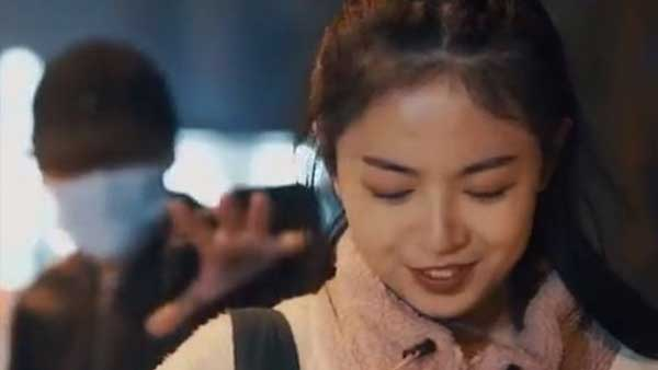 آگهی جنجالبرانگیز یک دستمال آرایش در چین+عکس
