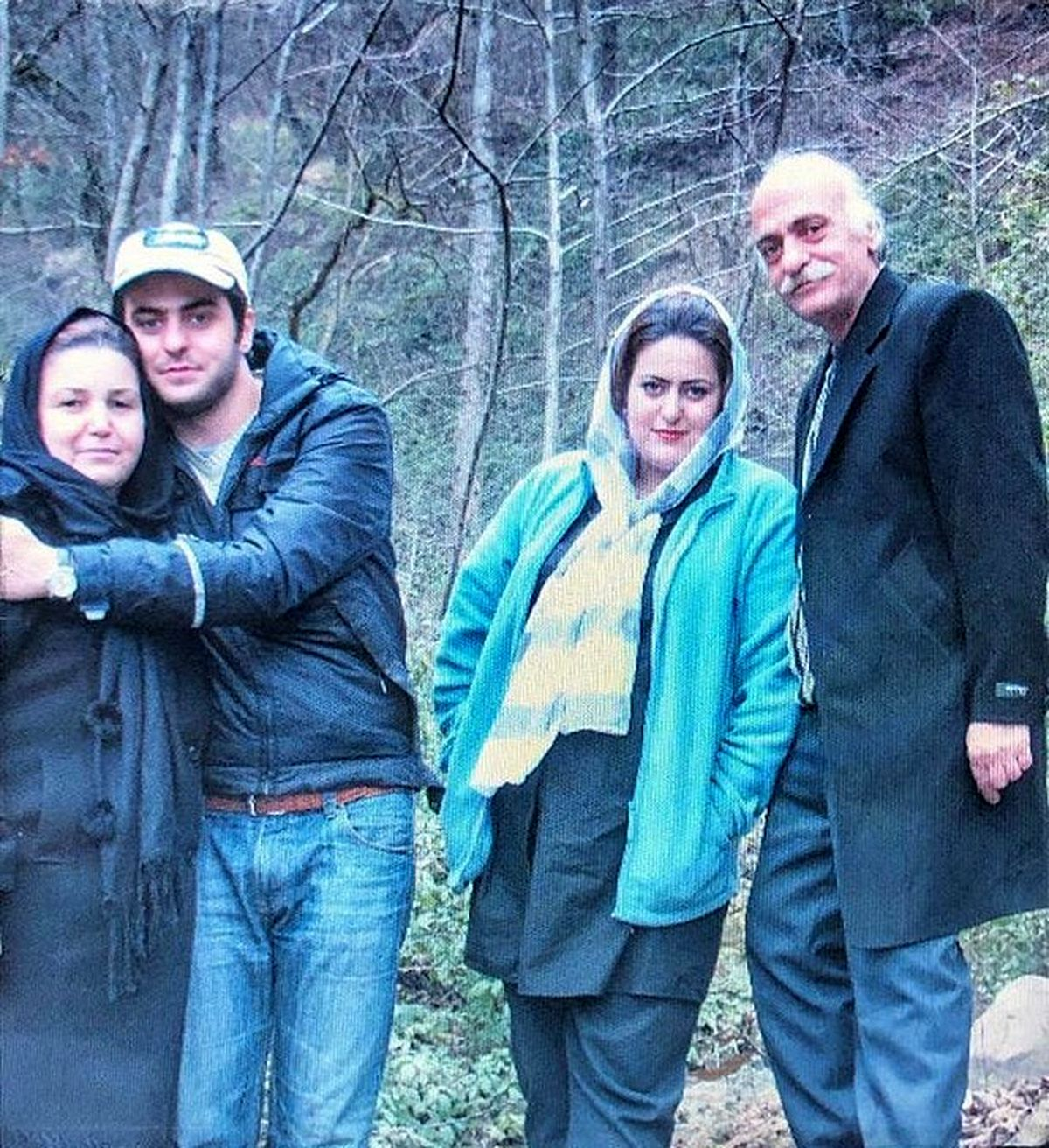 علی ضیا در کنار خانواده اش