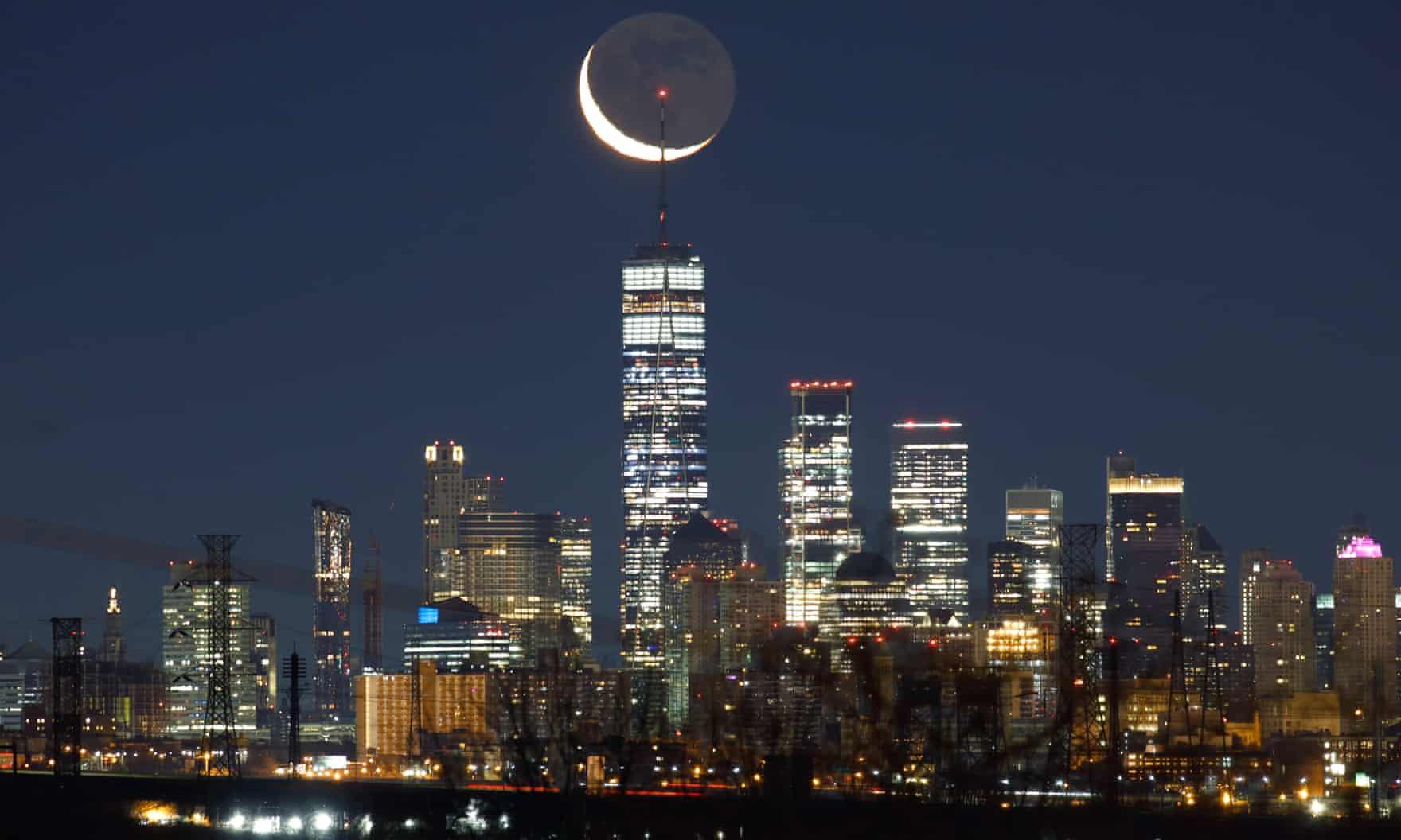 هلال ماه در بالای مرکز تجارت جهانی آمریکا +عکس