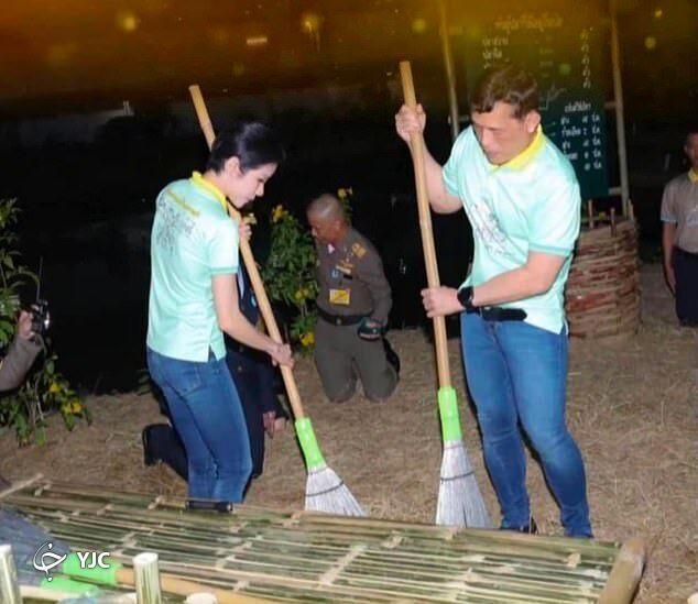 جارو کشیدن پادشاه و ملکه تایلند سوژه شد+عکس