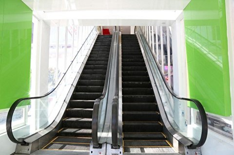 مواجهه جالب مردم با نخستین پله برقی
