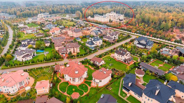 افشای تصاویر قصر مجلل ۲۰۰ میلیون پوندی ولادیمیر پوتین در روستای میلیاردرها