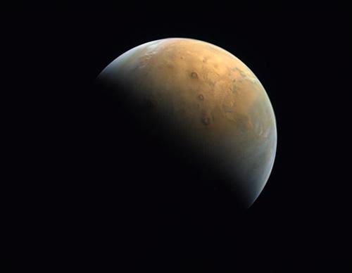 اولین عکسِ ماهواره امید امارات از سیاره مریخ