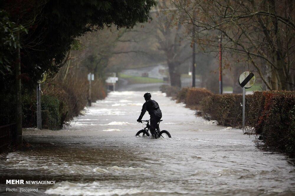 خودروهای غرق شده در سیل و طوفان شمال انگلیس + عکس