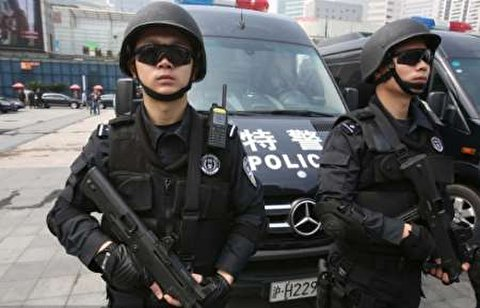 لحظه اصابت گلوله تک تیرانداز پلیس چین به فرد گروگانگیر