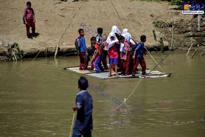 دردسر دانش آموزان روستایی برای عبور از رودخانه+عکس