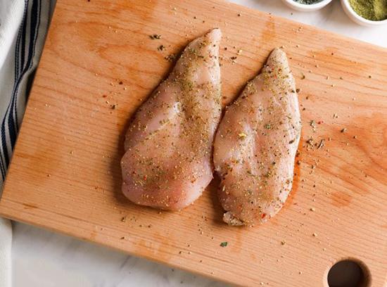 بهترین ادویهها برای طعمدار کردن مرغ