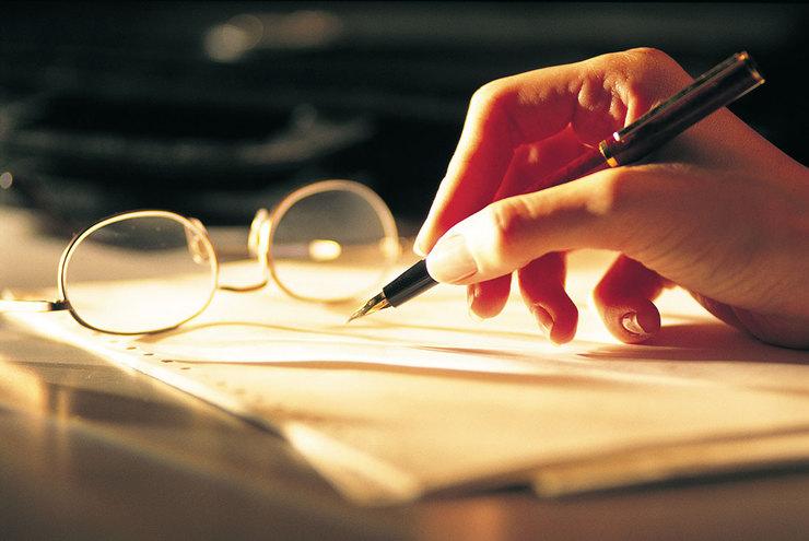 نویسندگان زن، اسم مردانه برای خود انتخاب کنید!