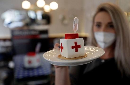 سروِ شیرینیهای واکسنی+عکس
